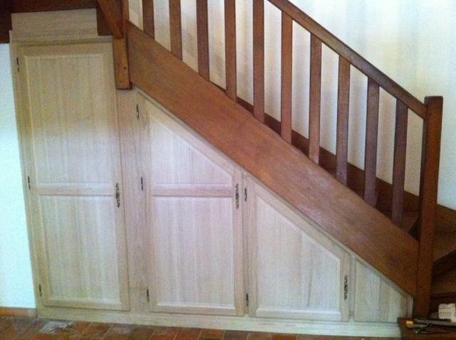 habillage sous escalier finest habillage sous escalier et porte sur mesure with habillage sous. Black Bedroom Furniture Sets. Home Design Ideas